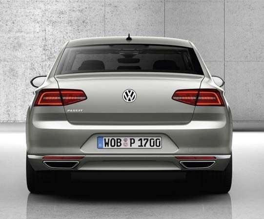 2017 Volkswagen Pat Rear Angle Tailpipe Andtaillights