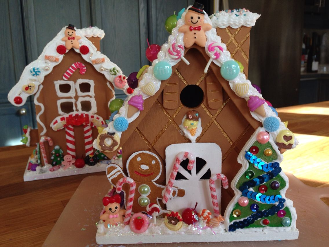 Wooden Gingerbread Houses Painted And Decorated With Fake Candies Lots Of Fun And Patience Christmas Decor Diy Christmas Crafts Gingerbread House