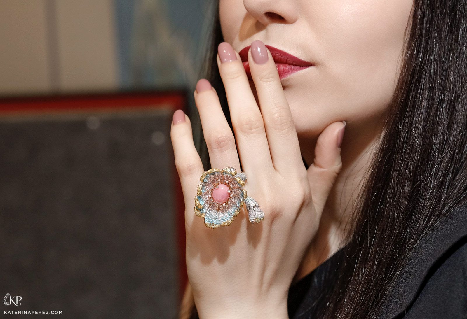 The Gerbera Flower Ring With Conch Pearl By Alessio Boschi Conch Pearl Blue Sapphire Rings Stylish Rings