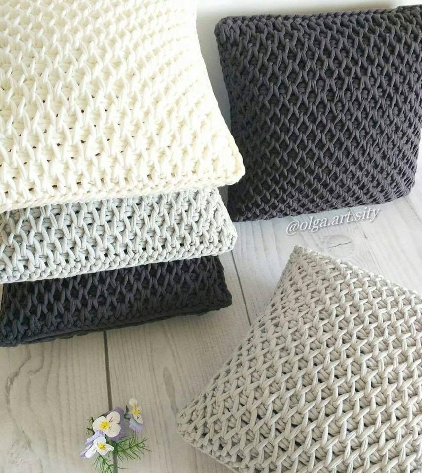 Almohadones tejidos con trapillo o totora en crochet tunecino ...
