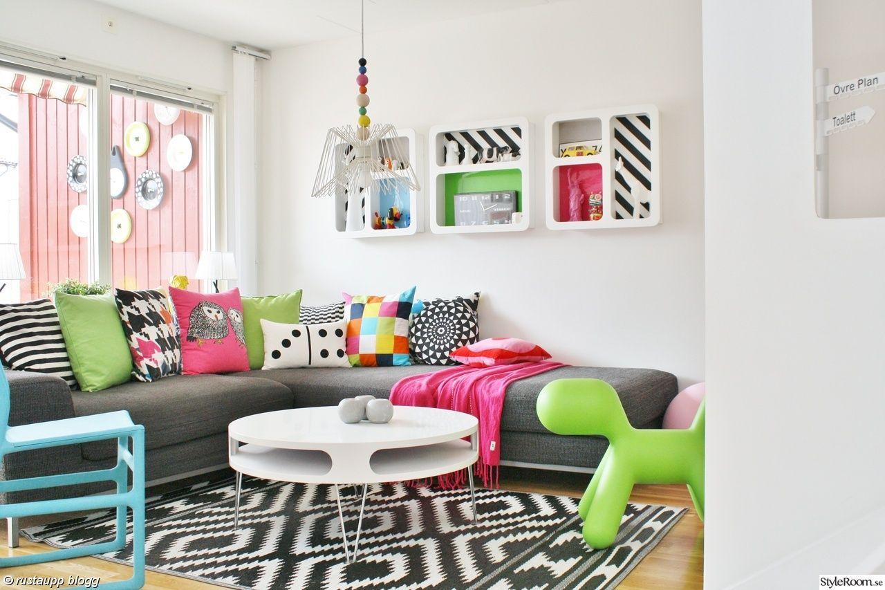 Vardagsrum,lampa,bord,grafiskt,soffbord runt,smile,puppy,färglatt ...