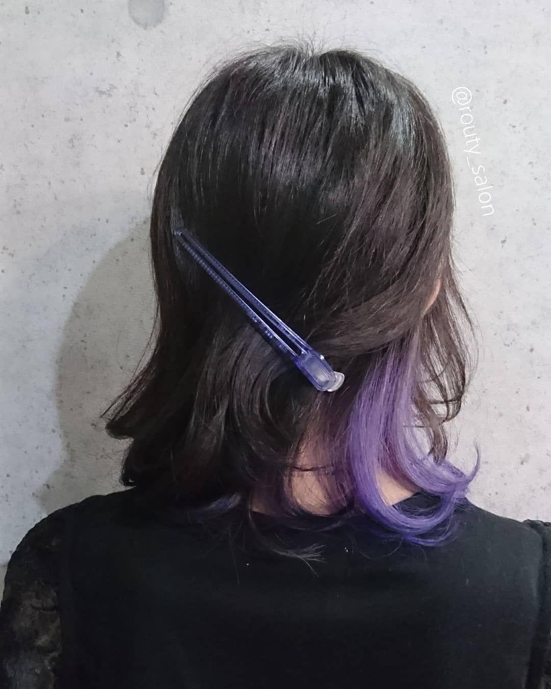 全体は暗い青紫でトーンダウン そして内側のアウトラインのみインナーカラー で紫を 赤味を消すと脱アジア人の雰囲気が出るので 艶感と外国人風を両立させたいときは青紫 がオススメです 派手すぎないデザインをお求めの方にぜひどうぞ ヘアカラー マニパニ 派手髪