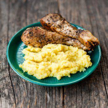 Poulet rôti purée, sauce aux herbes et sel de sauge