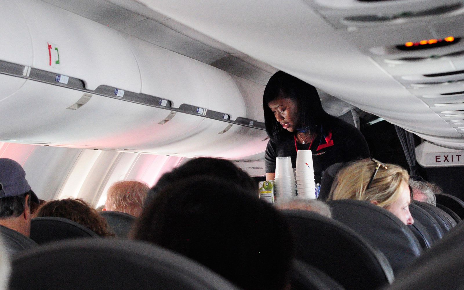 American Airlines Flight Attendants Can Now Offer Instant Compensation In Flight But There S A Catch American Airlines Flight Attendant American Airlines Airline Flights