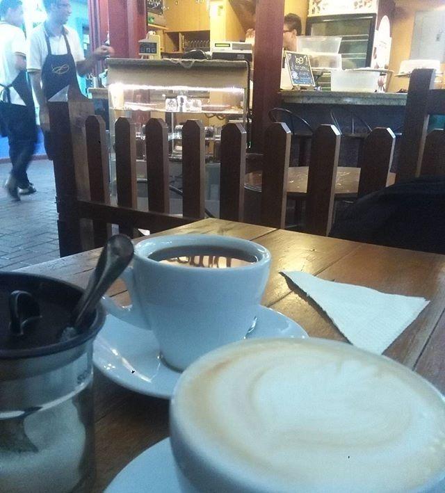 Gracias a @dchoanimalvzla por su visita y haber disfrutado del mejor café que solo #AromaDiCaffé puede brindarte.  . . . regram @dchoanimalvzla Se ha hecho tendencia los sitios ricos en el centro de #caracas hoy descubrí uno donde la atención es agradable y amable y el café a temperatura justa y deliciosa. Está ubicado en un recodo del Centro Comercial Metro Center que parece excluirse de todo lo que le rodea el Paseo Colonial. Se llama @aromadicaffe. Luego vendremos por las tortas @mra0923…