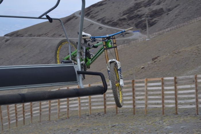 Soporte para bicicleta en el telesilla Veleta