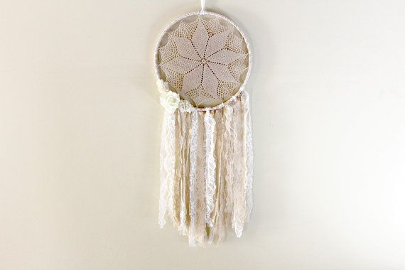 Flower Dreamcatcher in white and creamy beige  The center of this dream catcher features an intricate vintage doily in off white. The bottom flows