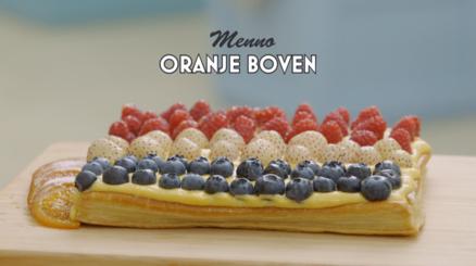 """Uit het TV programma """"Heel Holland Bakt"""" een heerlijke taart in ROOD-WIT-BLAUW met de bijzondere ananas-aardbei - (Open confituretaart Menno)"""