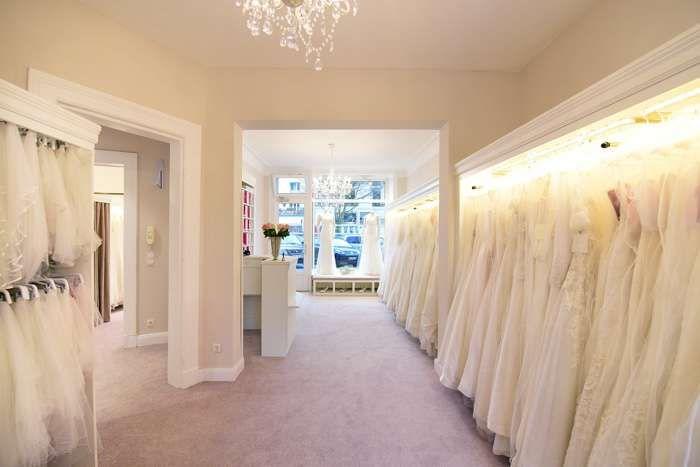 Brautkleider In Grosser Auswahl Bei Feminin Brautmoden In Hamburg