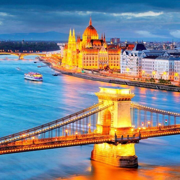 Vista Del Río Danubio Con El Puente De La Cadena Y El Parlamento Budapest Hungría Budapest Travel Capital Of Hungary