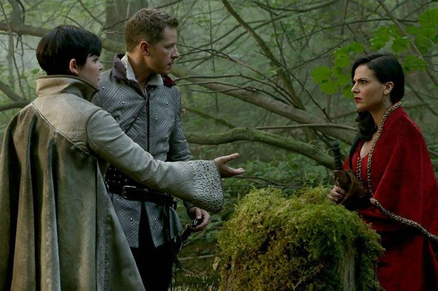 I just want to Regina and Robin to be smart cookies and figure out that snow and charming are under some crazy ass spell and then save the day  ok bc how great would that be