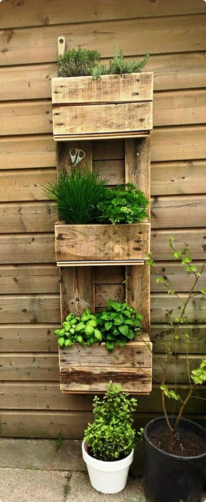 Pallet Vertical Wall Planter - 20 Recycled Pallet Ideas - DIY ...