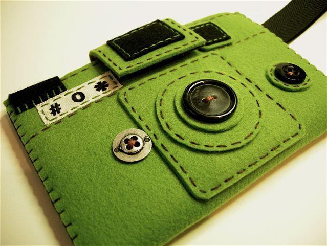 lomo:  Camera camera case -HOLGY green (via hine)