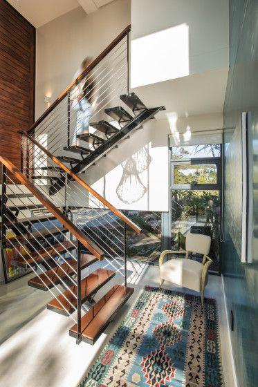 diseo de casa moderna de dos pisos con planos con una estructura de volados en fachada