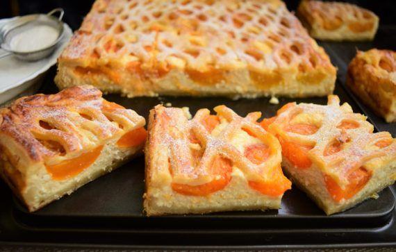 Plăcintă cu brânză și caise