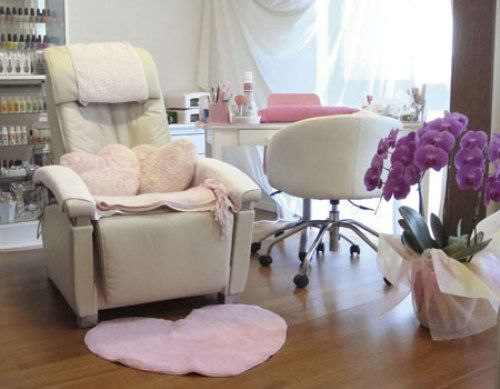 salon decorating ideas pictures | small nail salon interior design ...