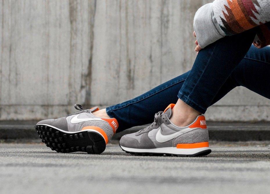 Nike Internationalist Sneakers GunsmokeSummit WhiteAtmosphere Grey