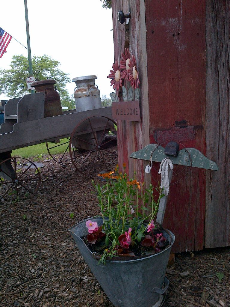 Garden decor out of junk  Country Garden Decor  I love to garden  Pinterest  Gardens