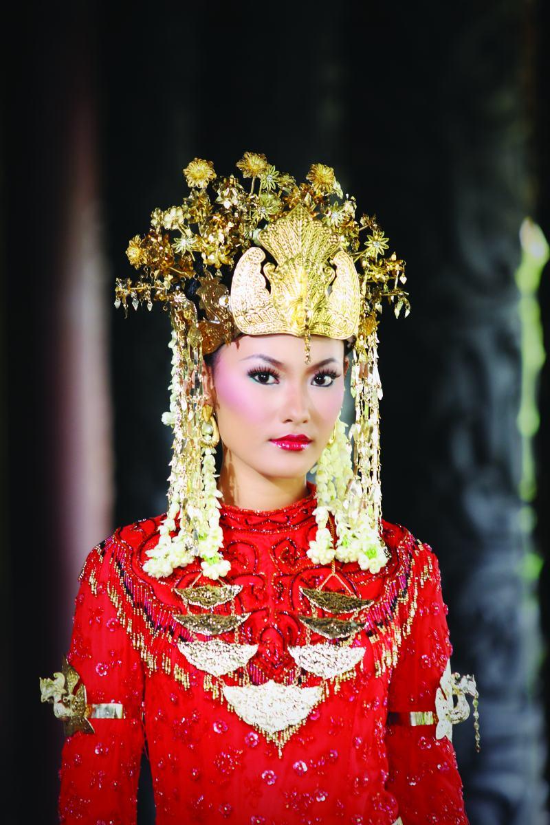 Ciri Khas Busana Pengantin Kalimantan Barat Mahligai di 12