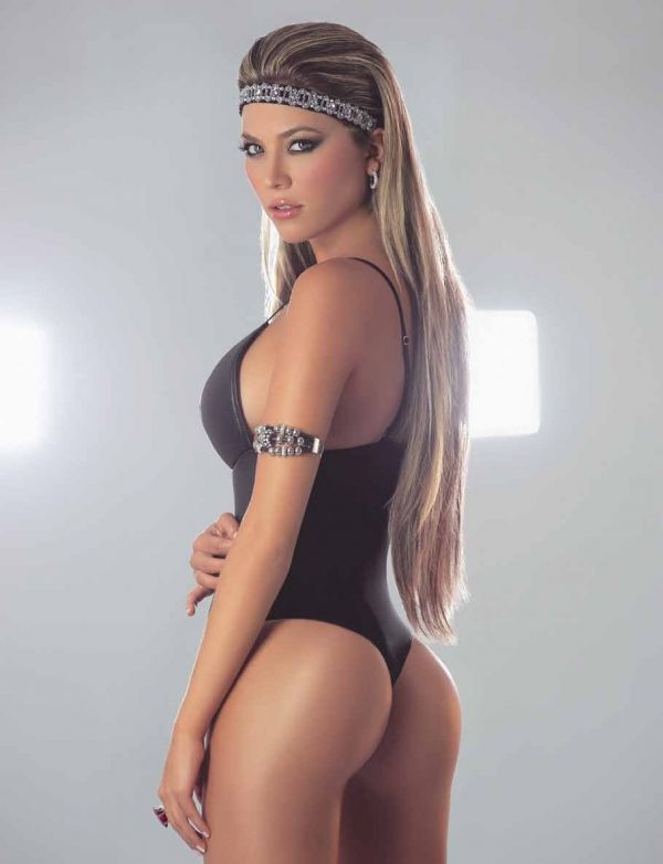 Hot Blonde With Nice Ass