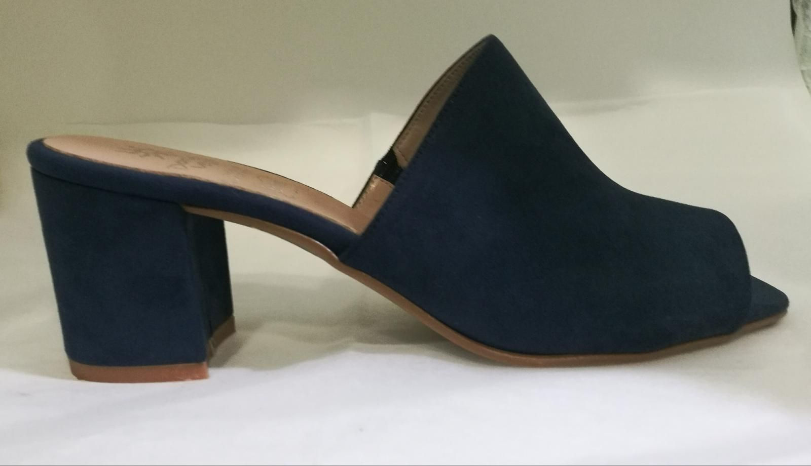 Sandalia destalonada  Daniela Vega azul marino