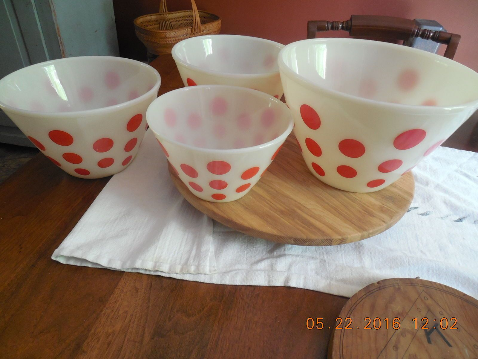 Vtg Matching Set of 4 Fire King Red Dots Splash Proof Oven Ware Mixing Bowls…