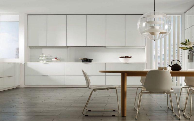 Suelo de pvc en cocinas blancas tarima en cocinas for Vinilo suelo cocina
