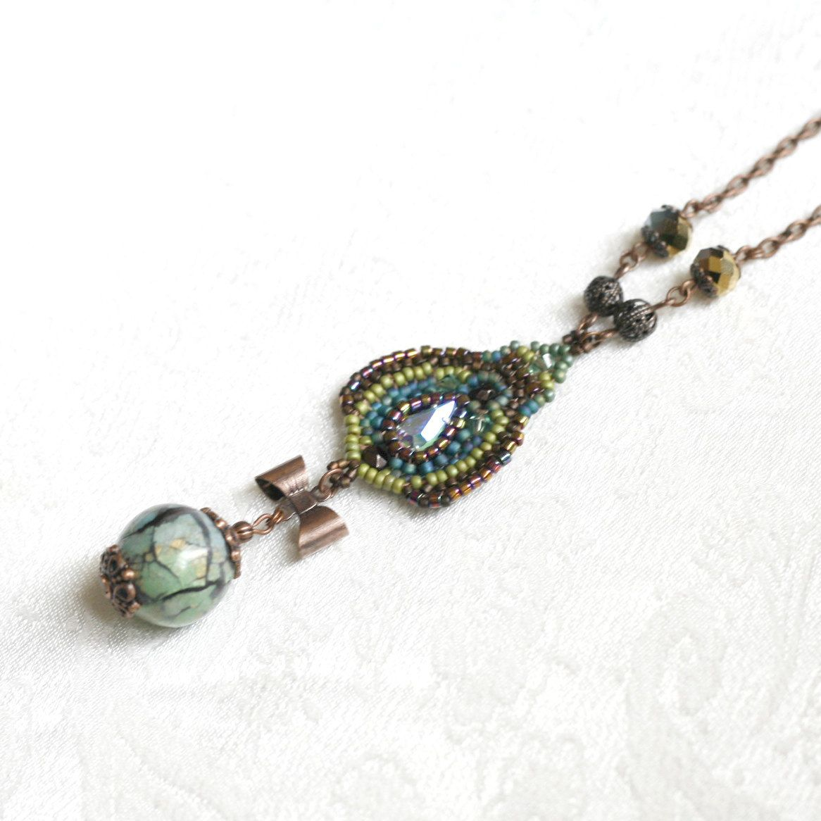 Sautoir Ocelle de paon. €42,00, via Etsy.  The Peacock Necklace, seed beads and polymer clay