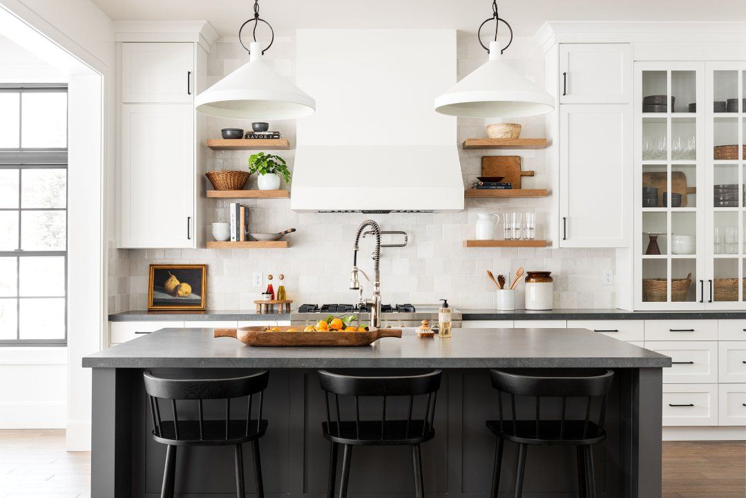 Black & White Transitional Kitchen in 2020 | Transitional ...