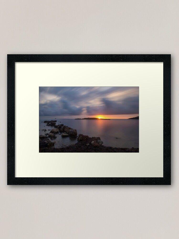 Fotografía enmarcada de un amanecer en Sa Sal Rossa, Ibiza