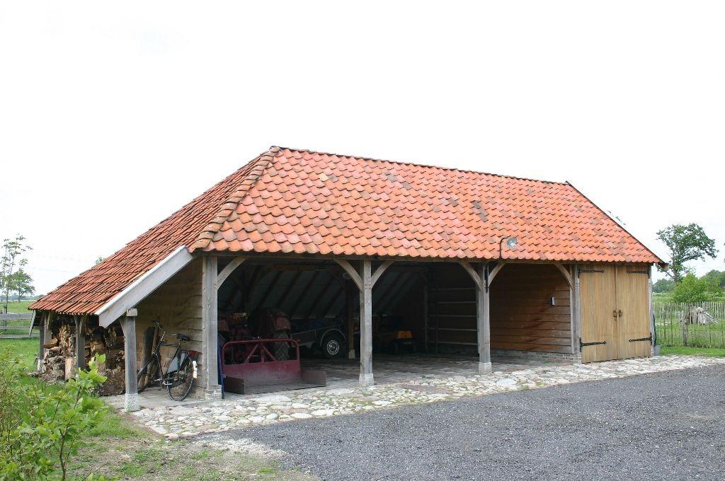 een garage of carport van duurzaam eiken of douglasiedere eiken garage of carport is
