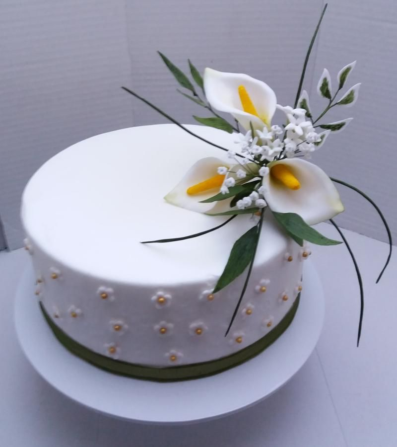 Cake With Sugar Calla Lily Spray By Darina With Images Fondant