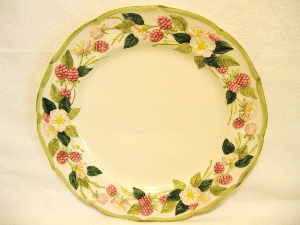 Poppy Trail Metlox Sculptured Berries Dinner Plate Made USA & Poppy Trail Metlox Sculptured Berries Dinner Plate - Made USA ...