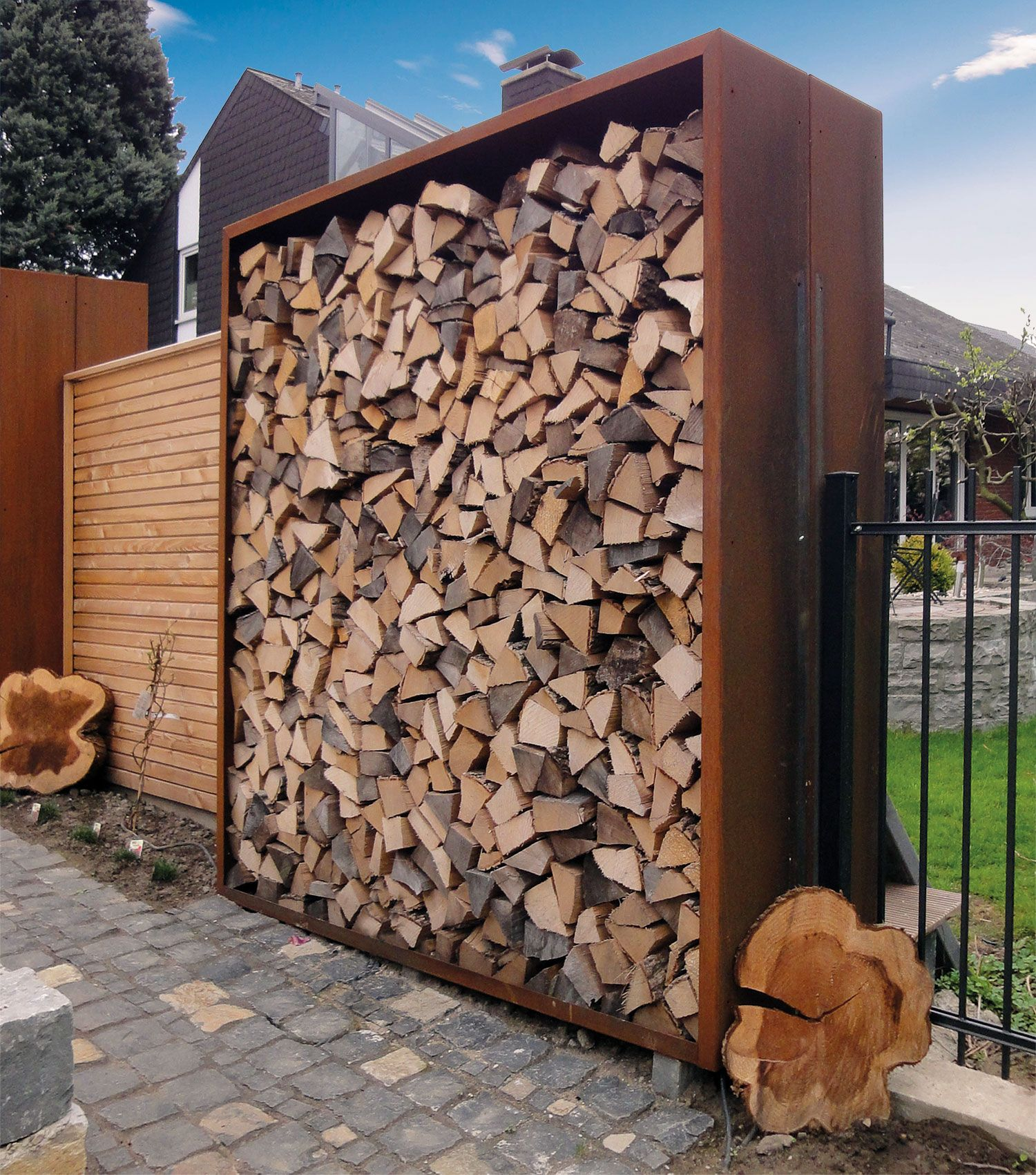 Holzlager schaffen nicht nur platz f r kaminholz sondern sind auch als sichtschutz vielf ltig - Sichtschutzwand metall ...