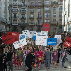 CHANEL Stages Mock Protest for Women's Suffrage in Spring/Summer 2015 Fashion Show | SENATUS