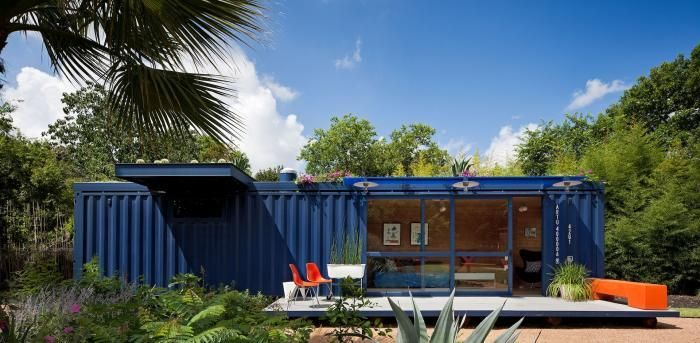 Poteet Architects blue container guesthouse with roof garden San