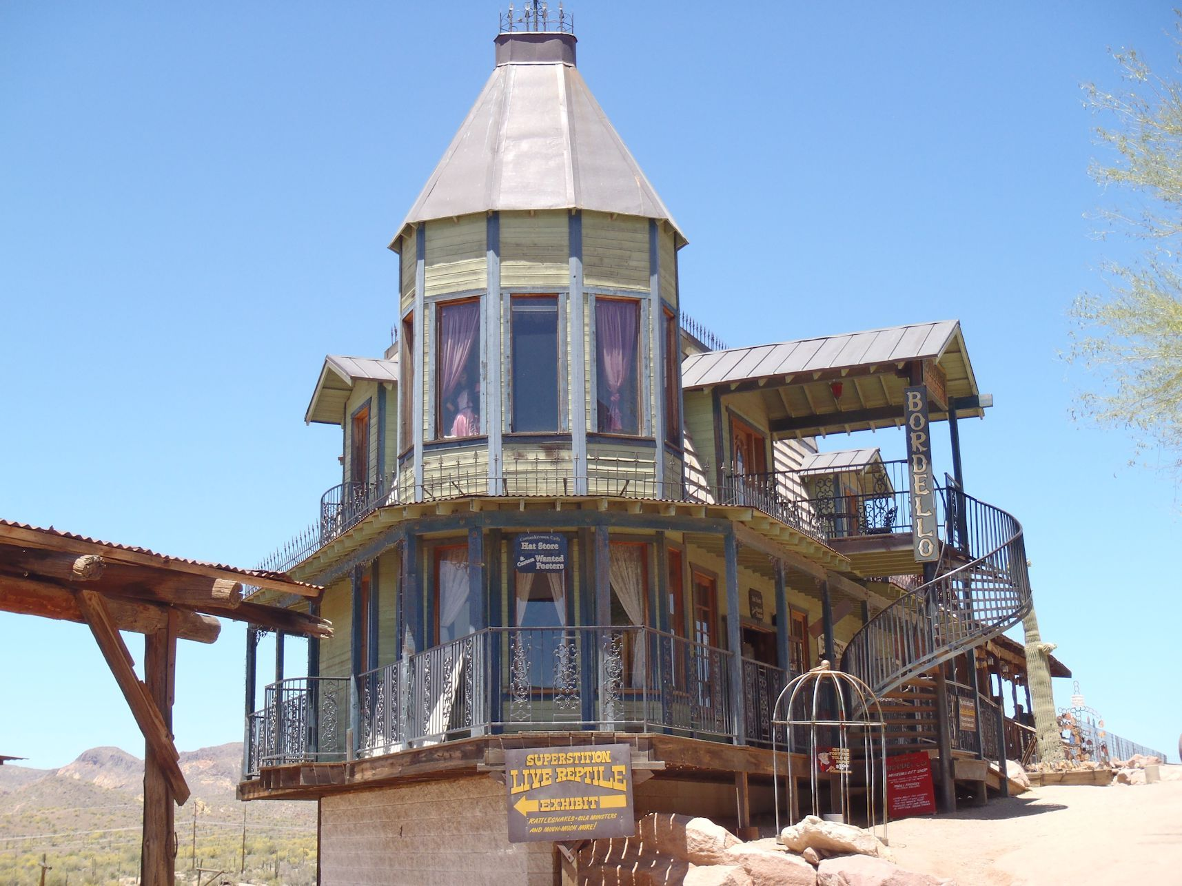 Abandoned Fort Courage Trading Post Houck Az Buildings With Personal Belongings Route 66