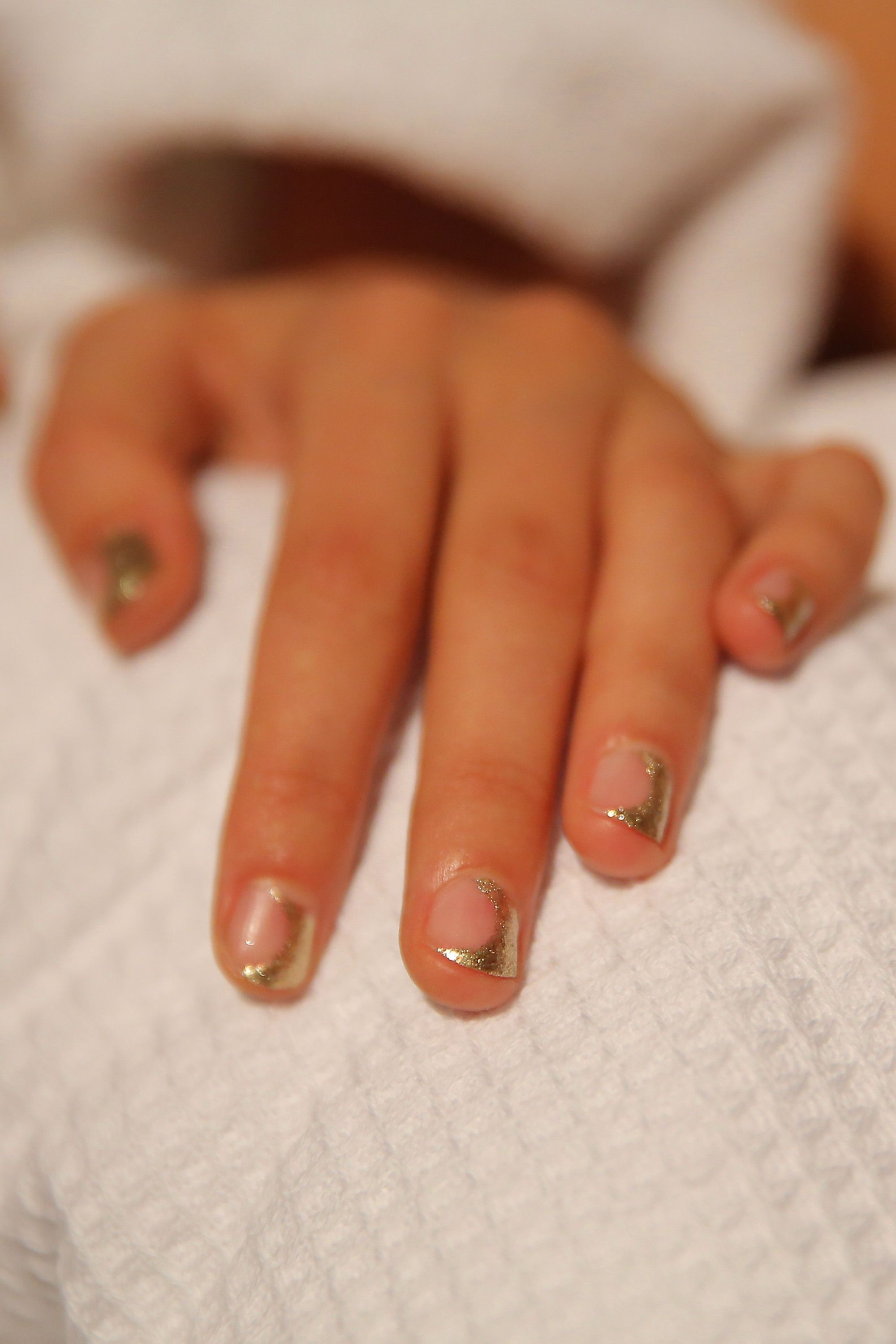 9 Negative Space Manicures That Are Surprisingly Sophisticated ...
