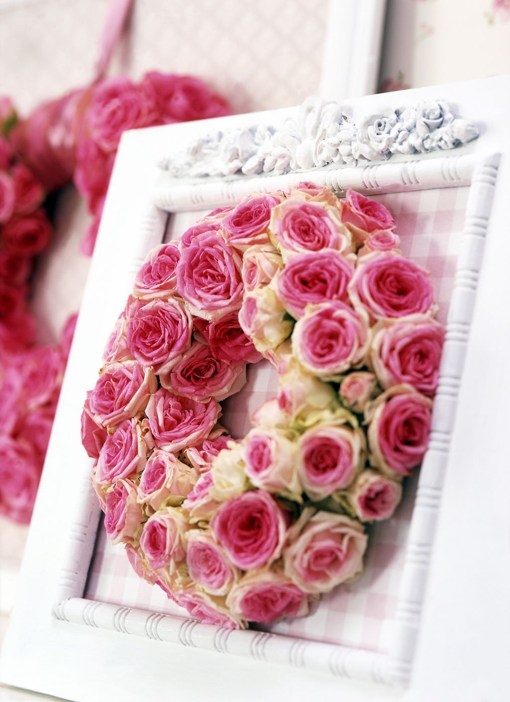 What a great idea for the Photo table!! Fresh rose rings in a frame ...