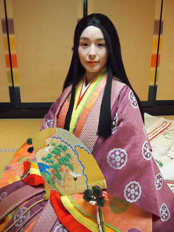 A woman dressed in junihitoe at a junihitoe photography ...