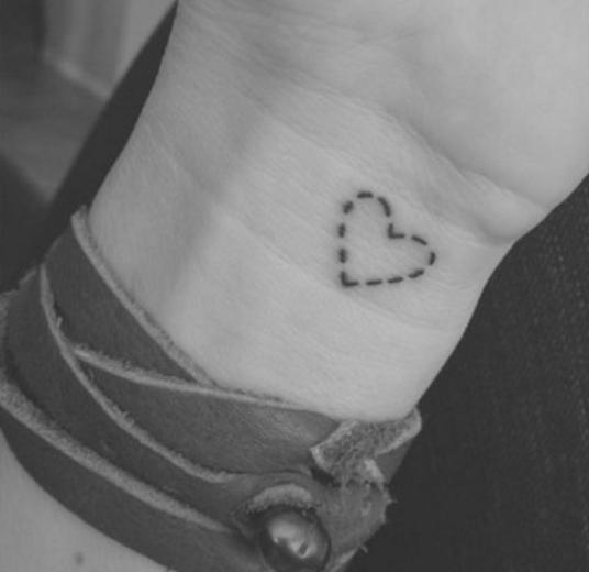 20 Tatuajes Que Te Vas A Querer Hacer En El 2016 Tatuajes De Muneca Pequenos Tatuajes De Moda Pequenos Disenos De Tatuajes