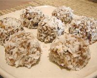 Docinhos de ameixa com coco