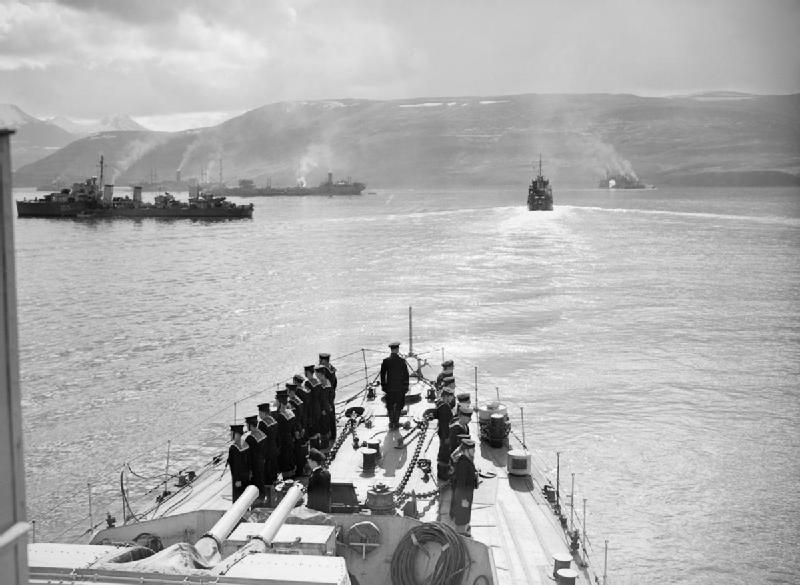 Saattue PQ 17 oli toisen maailmansodan brittiläinen huoltosaattue Jäämerellä Islannista Arkangeliin kesällä 1942. Se oli viemässä sotatarvikkeita Neuvostoliittoon. Saksan taistelulaiva Tirpitzin uhkan takia saattueen käskettiin hajaantua, jolloin sen rahtilaivat jäivät ilman suojaa ja useimmat niistä tuhoutuivat.[1]
