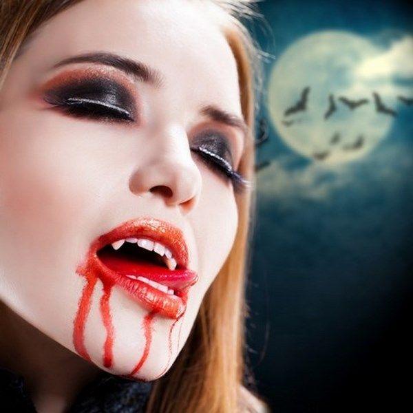 scary halloween makeup ideas female vampire artificial vampire teeth - maquillaje de vampiro hombre
