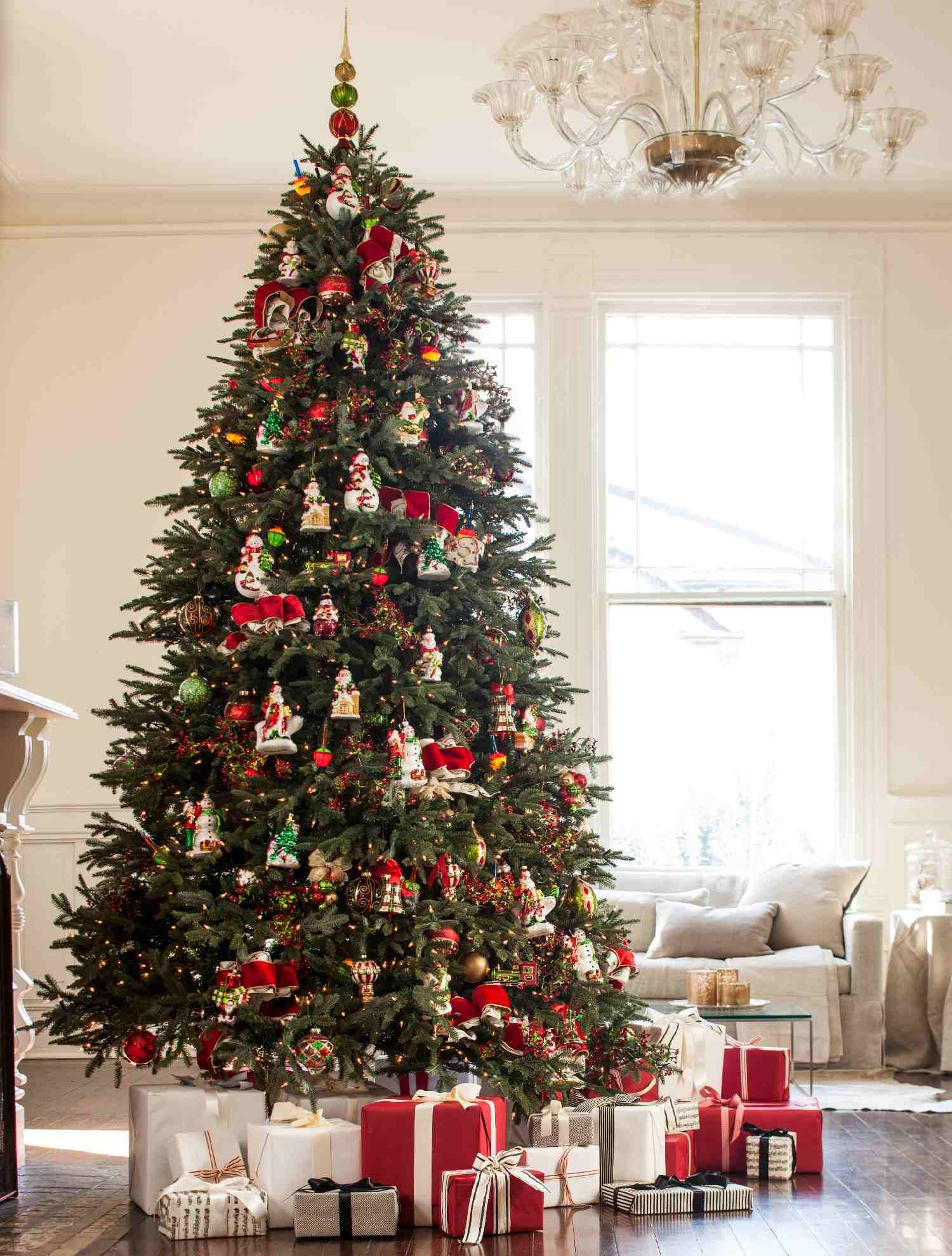 Classic Fraser Fir With A Twist   Christmas Tree Decorating Ideas