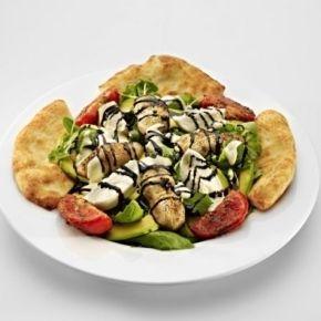 Pizza EATaliano Pest - Benevento saláta | Rendeld meg most a LeFoodon, Házhozszállítással, online, másodpercek alatt: http://lefood.hu/pizzaeataliano | Saláta levelek, rucola, fokhagymás sült gomba, avokádó, sült paradicsom, friss mozzarella, tésztalabdák, balzsamecet szirup, Pizza EATaliano öntet | EN: Benevento salad. Mixed leaf salad, rucola, fried mushroom with garlic, avocado, baked tomato, fresh mozzarella, mini breads, balsamic vinaigrette syrup, Pizza EATaliano dressing.
