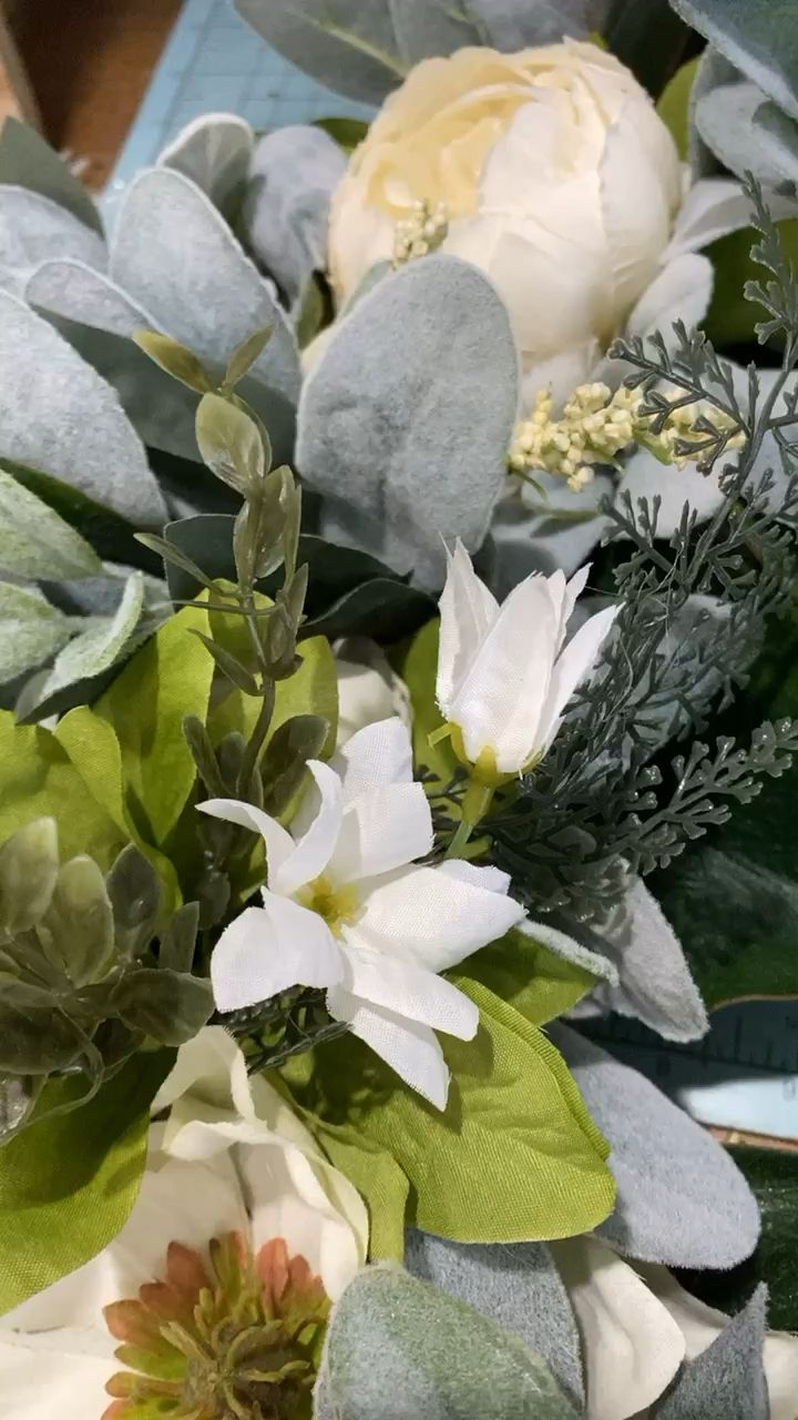 Photo of Magnolia wreath –  Gorgeous magnolia, peonies and greenery make this wreath stun…