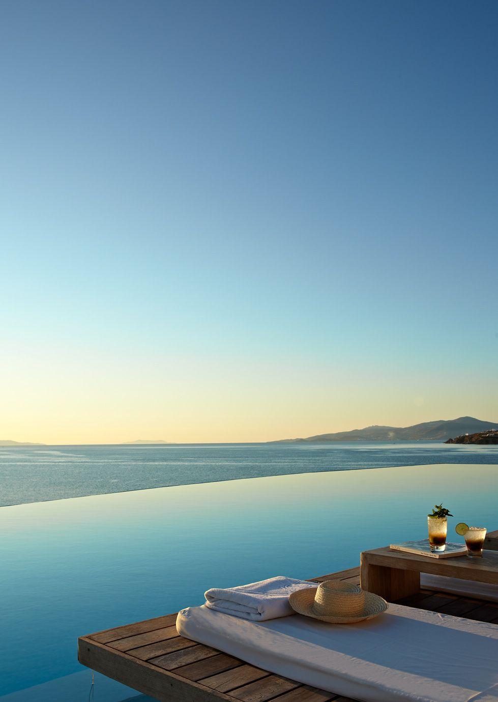 Dette Topdesignede Hotel Pa Mykonos Gor Dig Stum Af Betagelse Mykonos Luksus Ferie Feriesteder