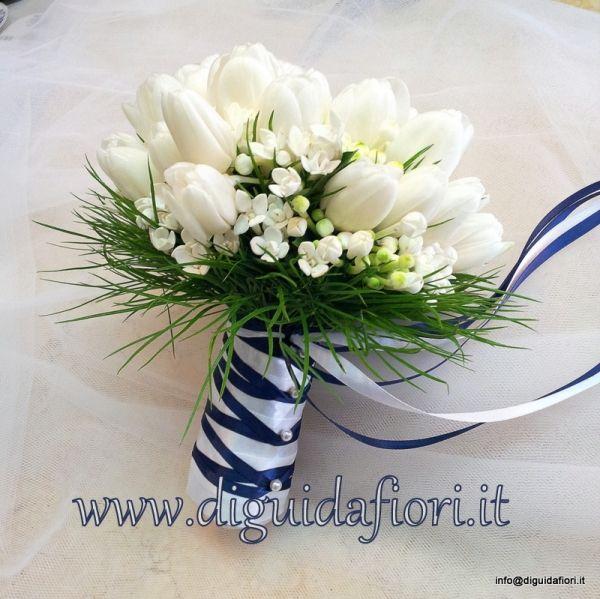Tulipani Bouquet Sposa.Bouquet Da Sposa Con Tulipani Bianchi E Bouvardia Fiorista