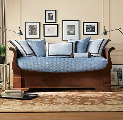 Unique Daybed With Pop Up Trundle Bed And Beautiful Cushions